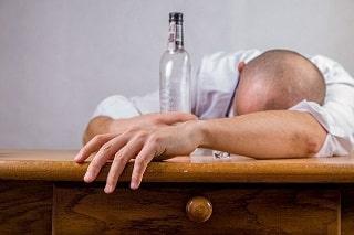 paga por alcoholismo